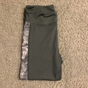 Wish and Whim Gray Marble Active Leggings